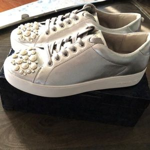 MICHAEL KORS Silver Leather Sneakers Preowned Sz 9